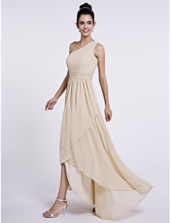 גזרת A כתפיה אחת א-סימטרי שיפון שמלה לשושבינה  עם בד נשפך בצד על ידי LAN TING BRIDE®