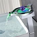 זול ברזים לחדר האמבטיה-חדר רחצה כיור ברז - מפל מים / LED כרום סט מרכזי חור ידית אחת אחת / Brass