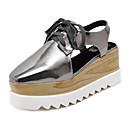 זול עגילים-בגדי ריקוד נשים נעליים PU קיץ רצועה אחורית סוגי כפכפים עקב טריז בוהן מרובעת שרוכים לבן / שחור / כסף