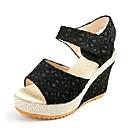 preiswerte Damen Sandalen-Damen Schuhe PU Sommer Komfort Sandalen Keilabsatz Weiß / Schwarz