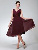 Χαμηλού Κόστους Φορέματα Παρανύμφων-Γραμμή Α Λαιμόκοψη V Μέχρι το γόνατο Σιφόν Φόρεμα Παρανύμφων με Πιασίματα με LAN TING BRIDE®