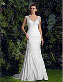 preiswerte Hochzeitskleider-Trompete / Meerjungfrau V-Ausschnitt Hof Schleppe Charmeuse / Perlen-Spitze Maßgeschneiderte Brautkleider mit Perlenstickerei / / Kirche
