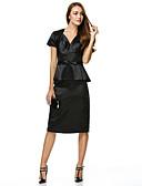 olcso Öltönyök-Szűk szabású V-alakú Térdig érő Charmeuse Kis fekete ruha Koktélparty Ruha val vel Csokor által TS Couture®