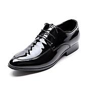 Hombre Zapatos Cuero Patentado Primavera Verano Otoño Invierno Confort Zapatos formales Oxfords Con Cordón Para Boda Fiesta y Noche Negro