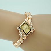 Dame Kjoleur Modeur Armbåndsur Imiteret Diamant Quartz Legering Bånd Charm Armbånd Elegante Guld