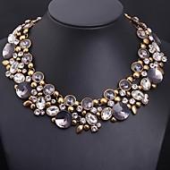Žene Luksuz Nakit sa stilom Europska Izjava Ogrlice Kristal Sintetički gemstones Legura Izjava Ogrlice ,