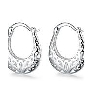 Feminino Brincos Curtos Brincos em Argola Esculpido Europeu bijuterias Cobre Prata Chapeada Formato de Flor Jóias Para Casamento Festa