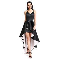A-linje Spaghettistropper Assymetrisk Stræksatin Lille sort kjole Cocktailparty / Skolebal Kjole med Plissé ved TS Couture®