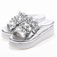 preiswerte -Damen Schuhe PU Sommer Komfort Slippers & Flip-Flops Keilabsatz Runde Zehe Strass für Normal Gold Silber