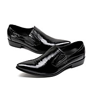 baratos Sapatos Masculinos-Homens Sapatos formais Pele Napa Primavera / Outono Oxfords Caminhada Preto / Sapatas de novidade