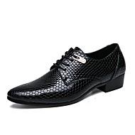 baratos Sapatos Masculinos-Homens Sapatos de vestir Pele PVC / Couro Ecológico Verão / Outono Conforto Oxfords Preto / Azul Escuro