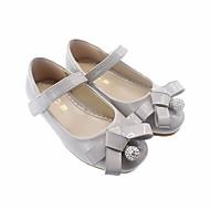tanie Obuwie dziewczęce-Dla dziewczynek Buty Skóra patentowa Wiosna Buty dla małych druhen Buty płaskie na Casual Black Gray Różowy