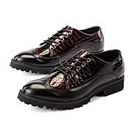 baratos Sapatos Masculinos-Homens Microfibra Primavera / Outono Sapatos formais Oxfords Preto / Vermelho