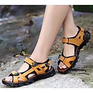 baratos Sapatos Masculinos-Homens Sapatos Confortáveis Pele Verão Casual Sandálias Preto / Amarelo / Marron