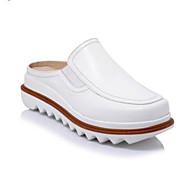 preiswerte -Damen Komfort Schuhe Nappaleder Frühling / Sommer Cloggs & Pantoletten Creepers Geschlossene Spitze Weiß / Braun