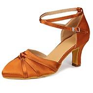 billige Kustomiserte dansesko-Dame Moderne sko Sateng Høye hæler Sløyfe / Spenne Kubansk hæl Kan spesialtilpasses Dansesko Brun