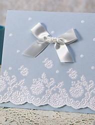 """složený třikrát Svatební Pozvánky-Pozvánky Klasický styl Embosovaný papír 4 ¾""""×5 ½"""" (12 cm*14,5 cm) Mašličky"""