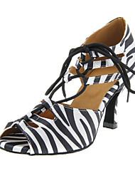 abordables -Femme Chaussures Latines / Salon Satin Talon Boucle Talon Personnalisé Personnalisables Chaussures de danse Noir et blanc