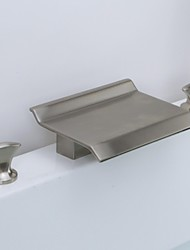 abordables -Baño grifo del fregadero - Cascada Níquel Cepillado Muy Difundido 3 Orificios / Dos asas de tres agujeros / Latón