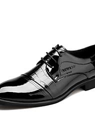 Muškarci Cipele Lakirana koža Proljeće Jesen Udobne cipele Oksfordice Vezanje za Kauzalni Crna Smeđa