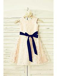 une ligne de genou longueur robe de fille fleur - encolure en satin sans manches en laine avec ruban par thstylee