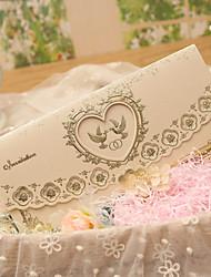 Недорогие -Тройной сгиб Свадебные приглашения Пригласительные билеты Классический С сердцами Сказочный Розовая бумага