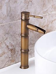 salle de bains robinet d'évier en laiton antique conception de forme finition en bambou