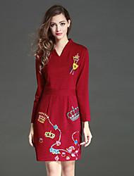 levne -Dámské Čínské vzory Běžné/Denní Pouzdro Šaty Výšivka,Dlouhý rukáv Do V Nad kolena Červená Polyester Podzim / Zima High RiseLehce