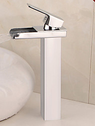 Недорогие -Ванная раковина кран - Водопад Хром По центру Одно отверстие / Одной ручкой одно отверстиеBath Taps / Латунь