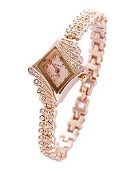 Недорогие -Жен. Модные часы Часы-браслет Кварцевый Розовый Аналоговый Кулоны - Золотой Белый