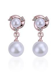 Boucles d'oreille goutte Perle imitée Zircon cubique Perle Imitation de perle Zircon Plaqué argent Plaqué Or Rose Alliage Or Argent Bijoux