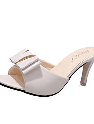 Недорогие -Для женщин Сандалии Удобная обувь Полиуретан Лето Для прогулок Для прогулок На низком каблуке Белый Черный Менее 2,5 см