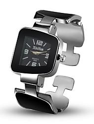 Недорогие -Жен. Часы со скелетом Модные часы Уникальный творческий часы Китайский Кварцевый сплав Группа Кольцеобразный Повседневная Черный Белый