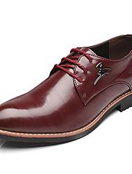 baratos -Homens sapatos Couro Ecológico Primavera / Outono Conforto Oxfords Preto / Marron / Vinho