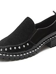Недорогие -Для женщин Обувь Полиуретан Осень Удобная обувь Мокасины и Свитер Круглый носок Заклепки Назначение Повседневные Черный