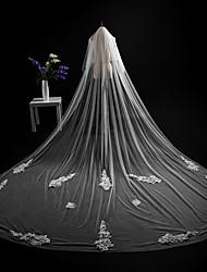 baratos -Duas Camadas Corte da borda Borda com aplicação de Renda Modern Véus de Noiva Véu Catedral Peça para Cabeça Com Apliques Renda Renda Tule