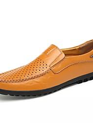baratos -Homens Mocassim Algodão / Couro Ecológico Primavera / Outono Conforto Sapatos de Barco Caminhada Preto / Marron / Castanho Claro