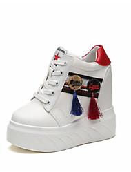 Недорогие -Жен. Обувь Полиуретан Осень Удобная обувь Кеды Высокий каблук Закрытый мыс для Повседневные на открытом воздухе Белый Черный