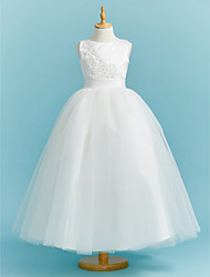 preiswerte -Ballkleid Rundhalsausschnitt Boden-Länge Spitze / Tüll Junior-Brautjungferkleid mit Perlenstickerei / Applikationen / Schärpe / Band durch LAN TING BRIDE®