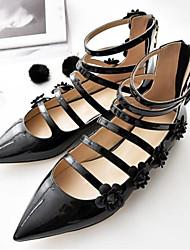 preiswerte -Damen Schuhe PU Frühling Komfort Flache Schuhe Flacher Absatz Geschlossene Spitze Spitze Zehe für Draussen Schwarz Wein Mandelfarben