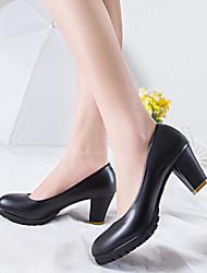 Недорогие -Жен. Полиуретан Весна / Лето Удобная обувь Обувь на каблуках На толстом каблуке Закрытый мыс Черный / Бежевый / Серый