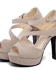 preiswerte -Damen Schuhe Nubukleder Frühling / Sommer Komfort / Neuheit Sandalen Blockabsatz Peep Toe Schnalle Beige / Fuchsia / Mandelfarben