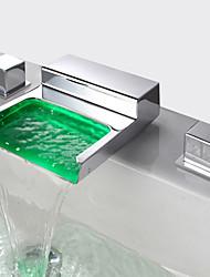baratos -LED Moderno/Contemporâneo Difundido Cascata Vãlvula Latão Duas alças de três furos Cromado, Torneira pia do banheiro