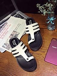 Недорогие -Жен. Резина Лето Удобная обувь Сандалии На плоской подошве Белый / Черный