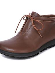 baratos -Mulheres Sapatos Pele Napa / Pele Outono / Inverno Conforto / Curta / Ankle Botas Sem Salto Botas Curtas / Ankle Preto / Café