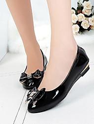 abordables -Femme Chaussures Polyuréthane Printemps / Automne Confort Ballerines Talon Plat Bout rond Noeud pour Blanc / Noir / Rouge