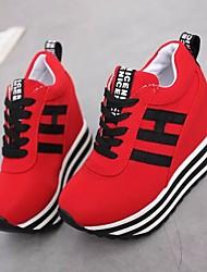 baratos -Mulheres Sapatos Tecido Primavera / Outono Conforto Tênis Creepers Ponta Redonda Preto / Vermelho