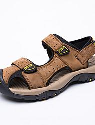 Недорогие -Муж. Искусственная кожа Лето Удобная обувь Сандалии Черный / Коричневый