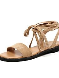 baratos -Mulheres Sapatos Camurça Verão Tira no Tornozelo Sandálias Sem Salto Dedo Aberto Mocassim para Ao ar livre Preto / Amêndoa