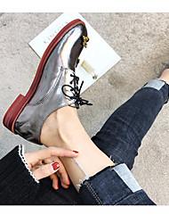Недорогие -Жен. Обувь Лакированная кожа Весна Удобная обувь Туфли на шнуровке На низком каблуке Квадратный носок Черный / Серебряный / Красный
